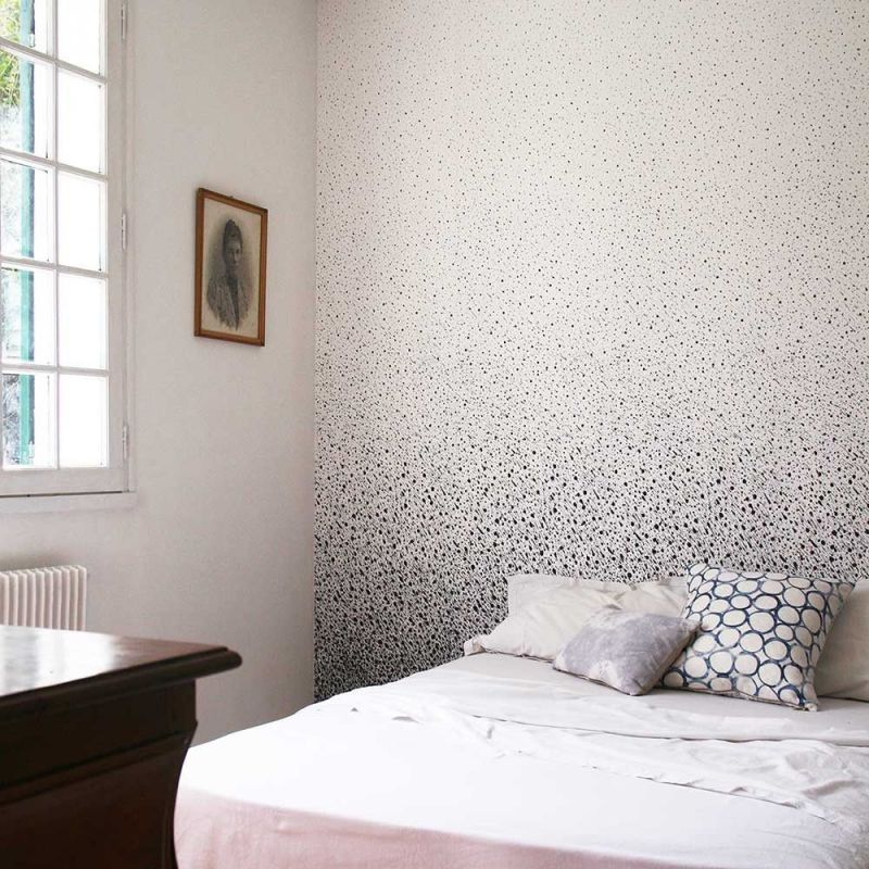 papier peint fade to grey dans une chambre by alix waline for chiara colombini editions