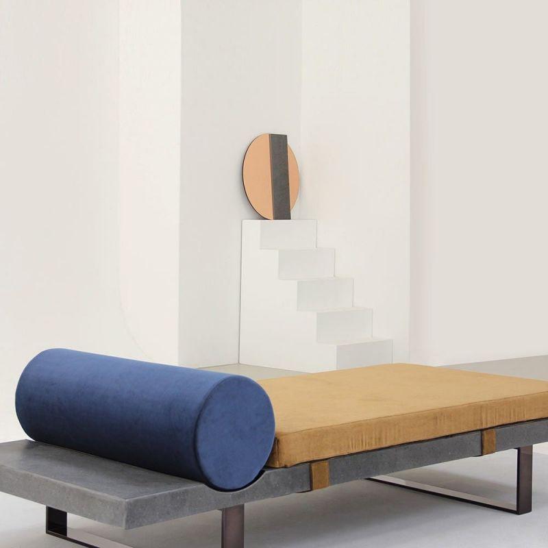 lit de repos lavastone dans une pièce by charlotte juillard