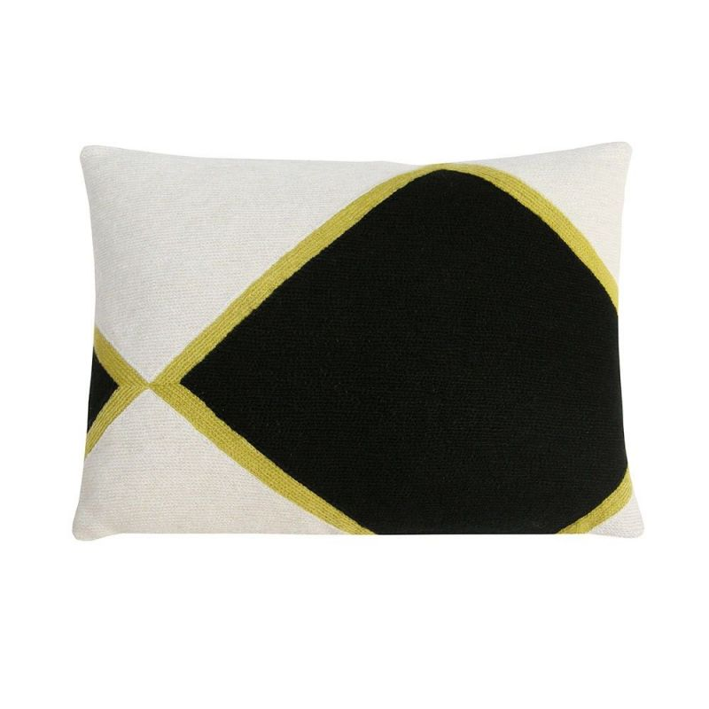 iwani 1 cushion by Lindell and co
