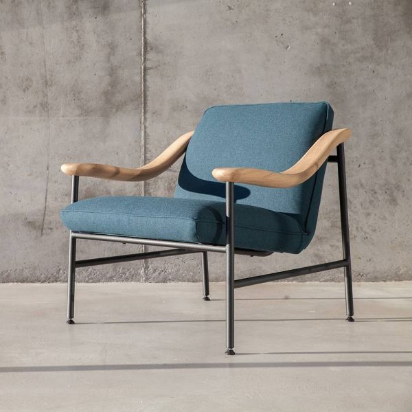H RUSSELL LOUNGE CHAIR by Versant Edition