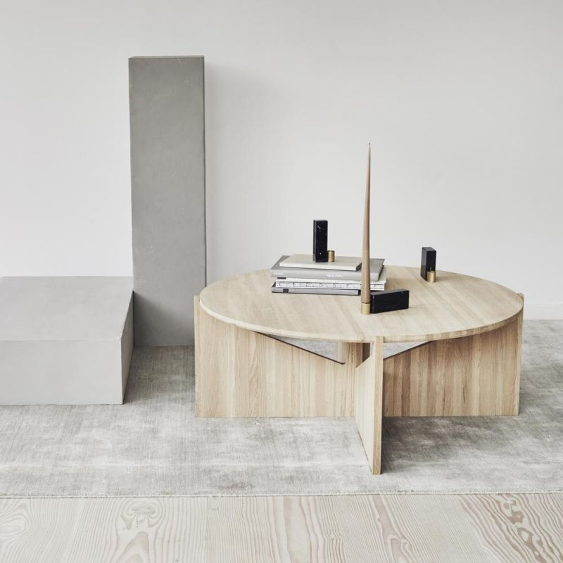 xl table in a sitting room by Kristina Dam