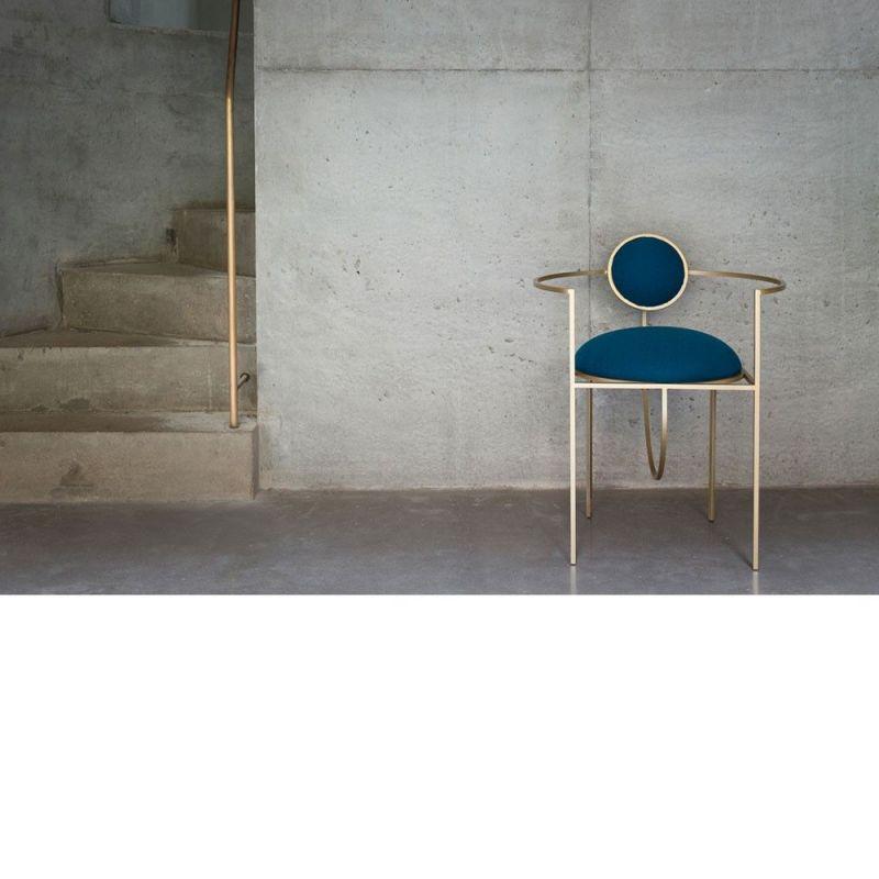 chaise lunar dans une pièce by bohinc studio