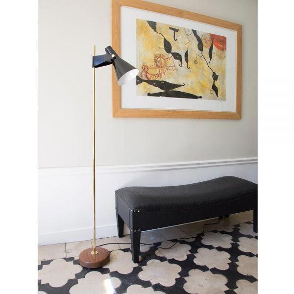 lampadaire B4 dans une salle by disderot