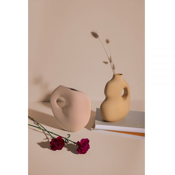 collection de vases aura de schneid studio mise en scène