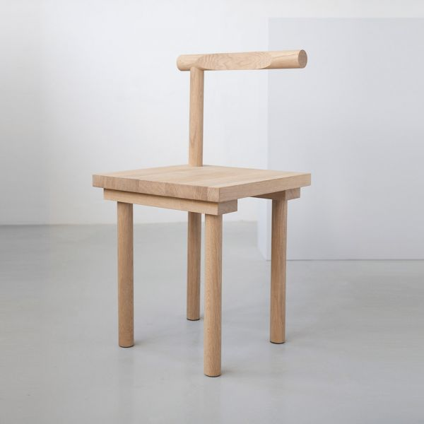 chaise sculpture kristina dam fonds gris