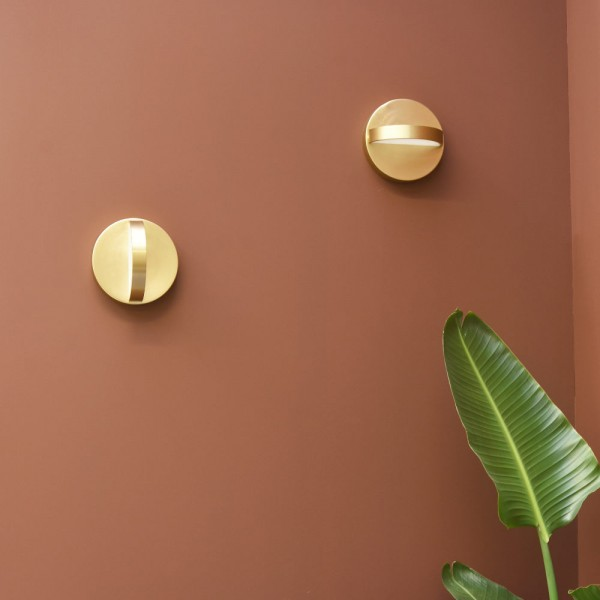 Plus wall light in brass