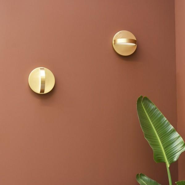 Plus wall light in brass