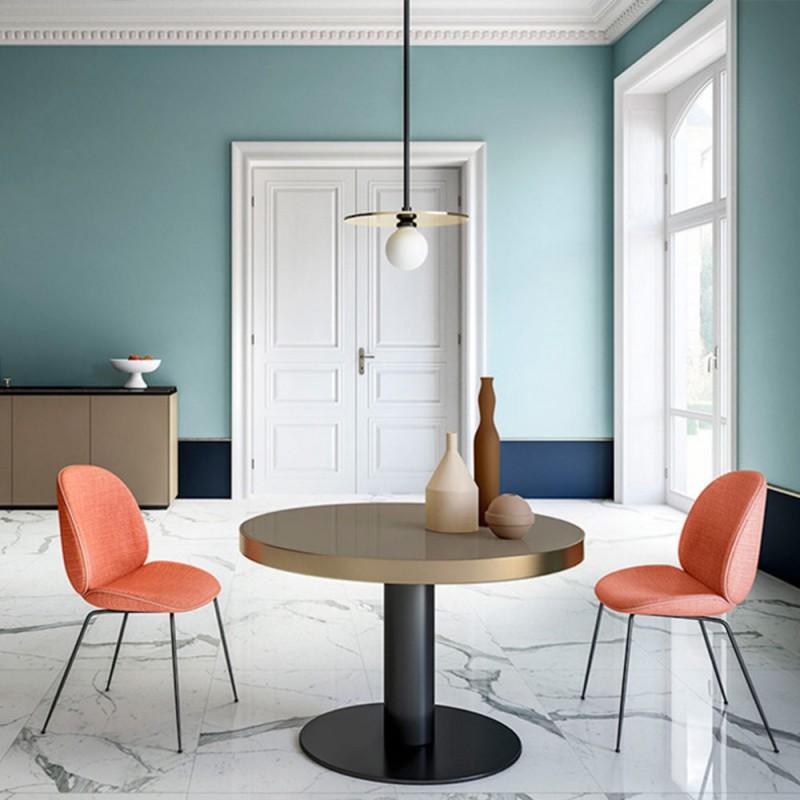 suspension disc & sphere dans une salle à manger