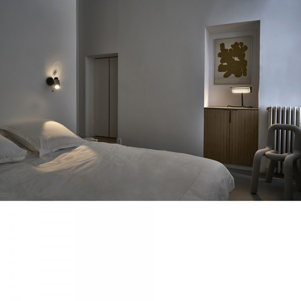 biny spot wall lamp seen from an angle by dcw editions