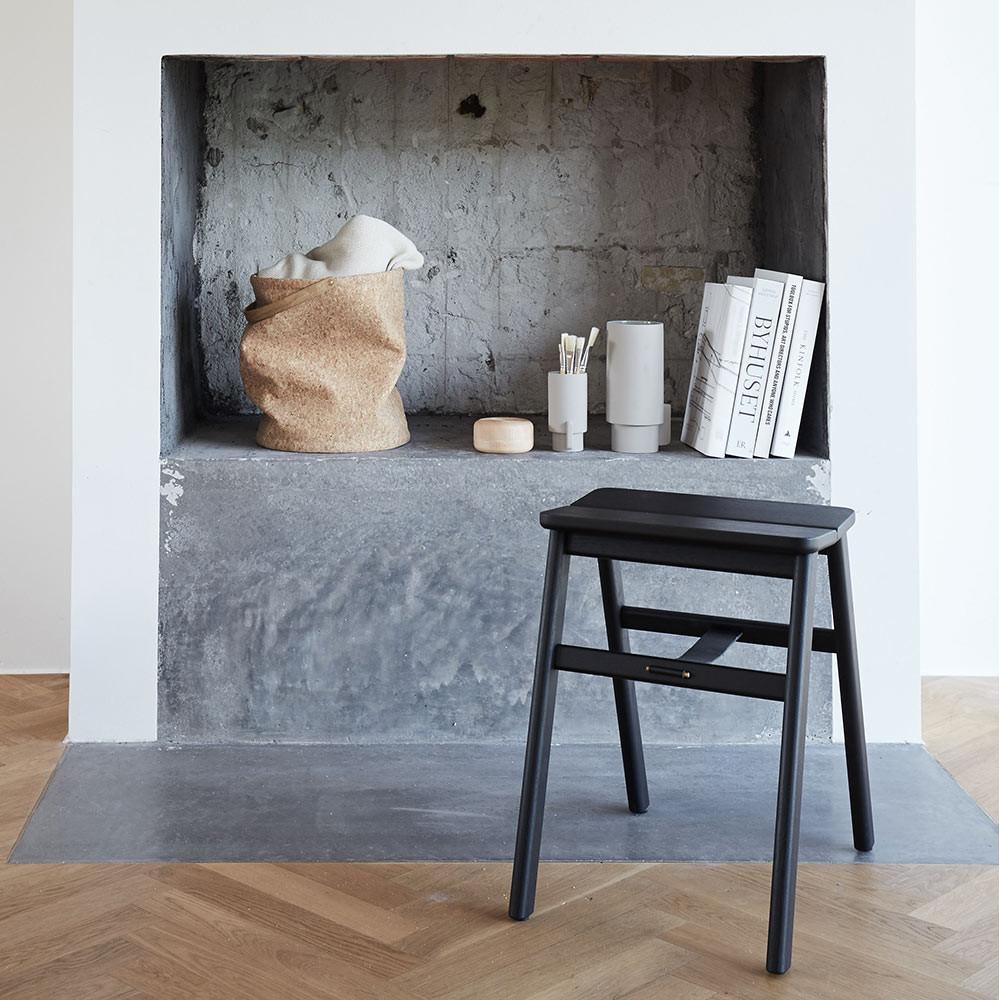 Angle stool black Form and Refine