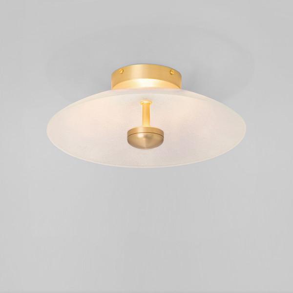 Plafonnier Cielo CTO Lighting en laiton allumé