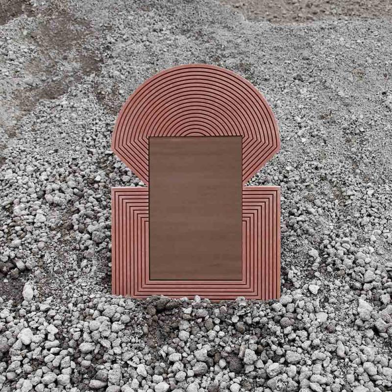 Inti mirror pink in the desert