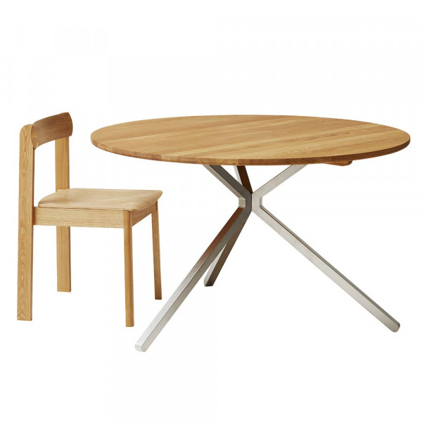 Table Frisbee chêne by Form and Refine et chaise