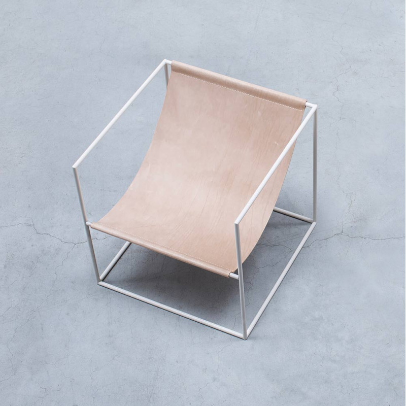 Solo Seat by Valerie Objects white