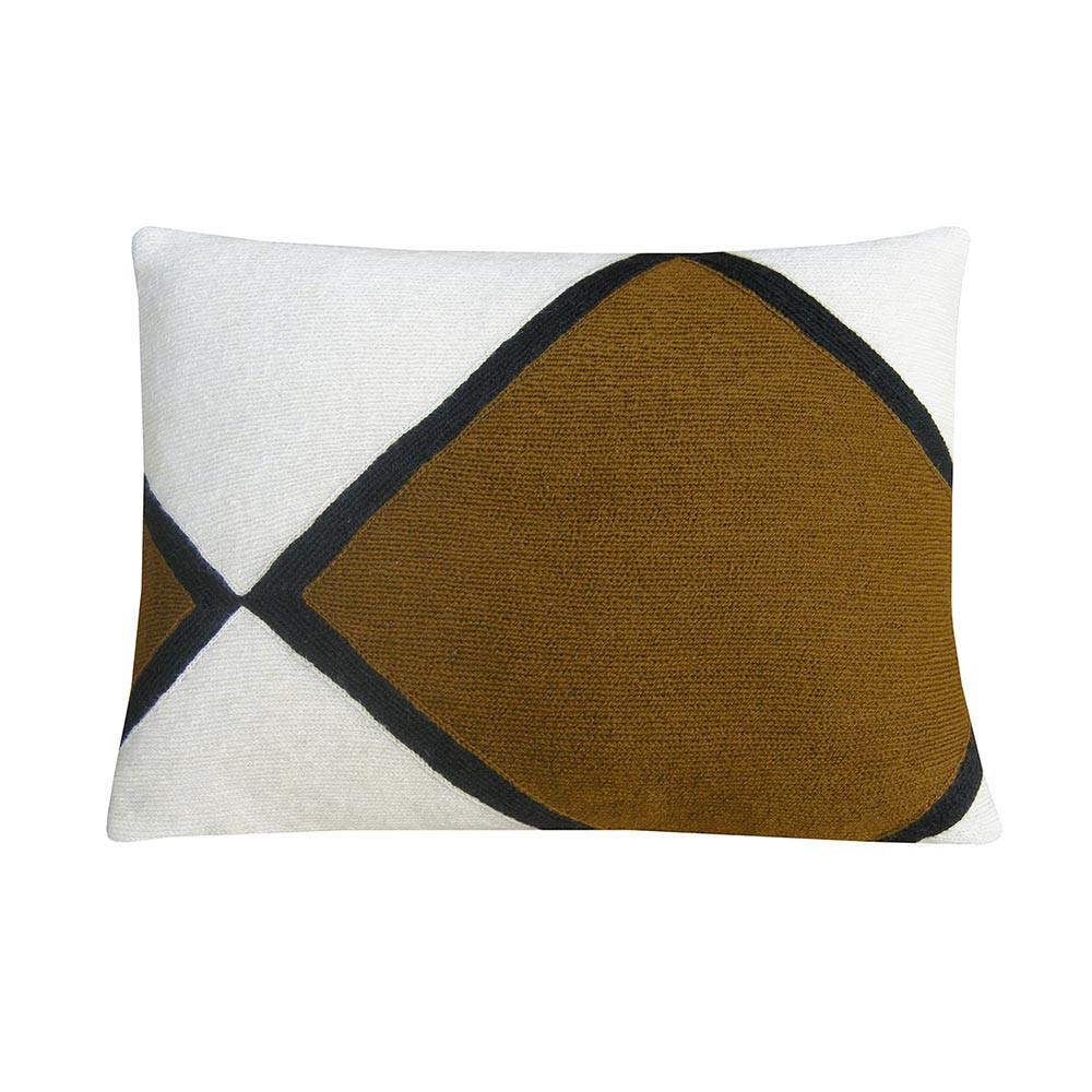 Iwani 1 cushion Lindell & co