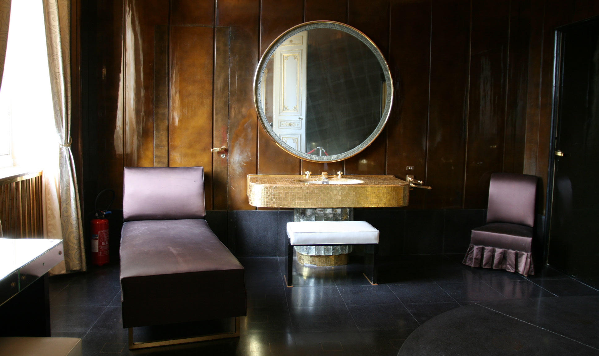 The Art Deco Bathrooms Of Quai D Orsay Chiara Colombini